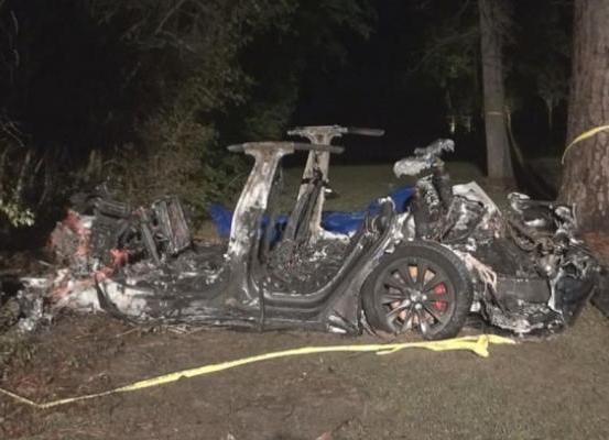 يوم أسود لتسلا ...مقتل شخصين في حادث لسيارة تسلا ذاتية القيادة